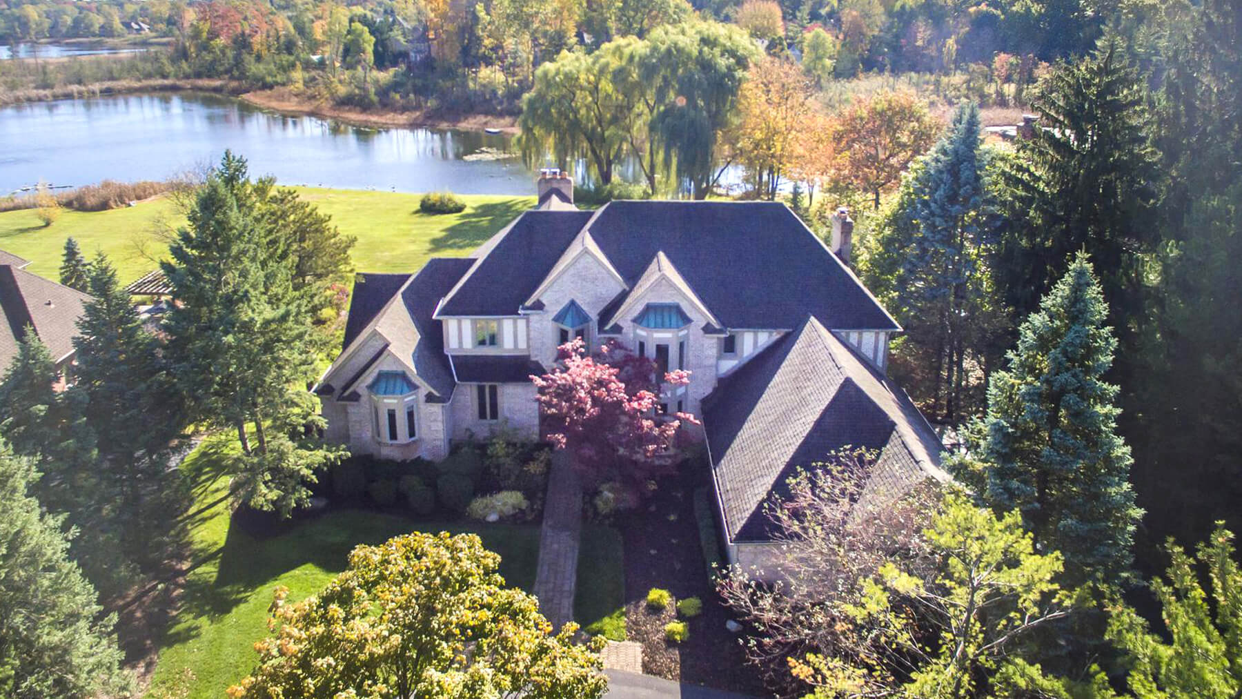 1265 Watercliff - Bloomfield Township, Michigan - $1,400,000 USD